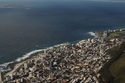 منظر لمدينة كيب تاون من جبل ليون هيد في جنوب أفريقيا