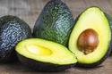 الأفوكادو من الأطعمة الغنية بالدهون الصحية وفيتامينات ب والألياف