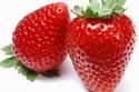 توفر الفراولة الكربوهيدرات والألياف مما يُعزز مستويات الطاقة لديك