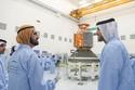 الشيخ محمد بن راشد حاكم دبي يعطي شارة إطلاق أول قمر صناعي إماراتي