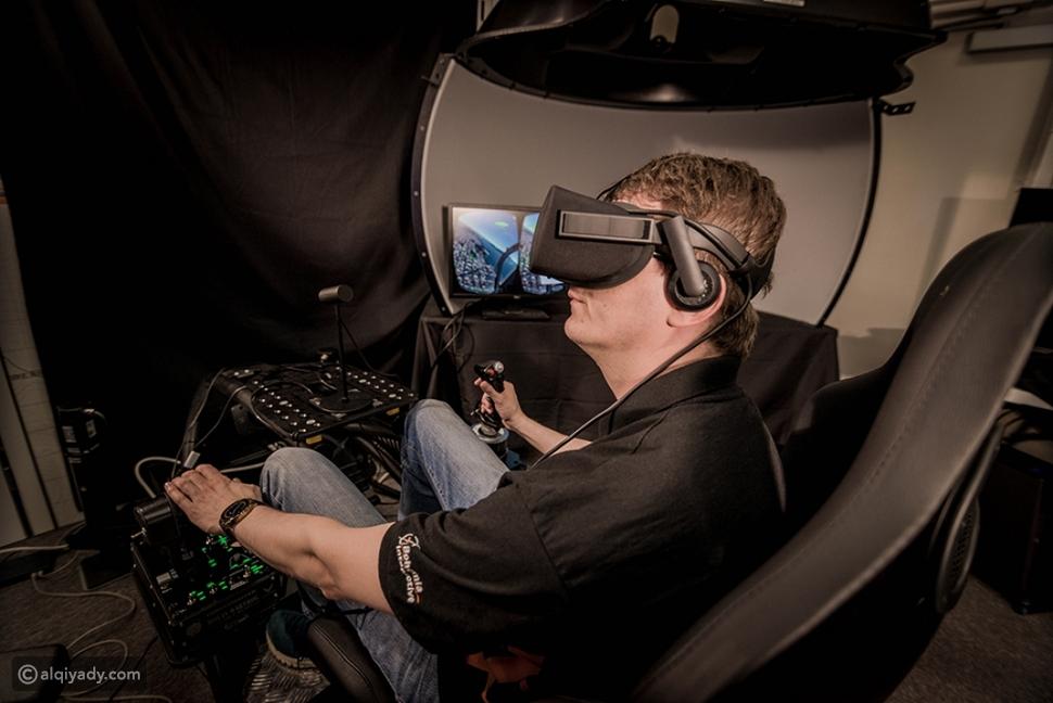 أجهزة محاكاة الطيران بالواقع الافتراضي