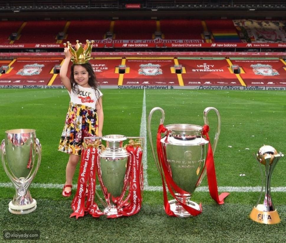 أول ظهور لكيان ابنة محمد صلاح خلال احتفاله بلقب الدوري الإنجليزي