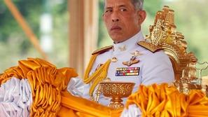 ملك تايلاند يعزل نفسه في فندق فاخر في ألمانيا برفقة 20 امرأة