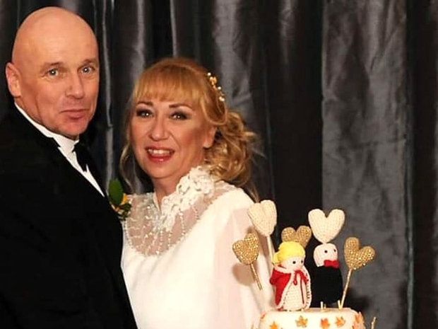 فيروس كورونا يعزل عريس عن زوجته في شهر العسل