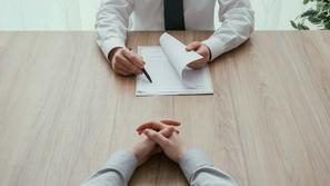 مقابلة العمل: 5 أسئلة شائعة في المقابلات الشخصية وكيفية الرد عليها