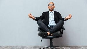 هل تخفف ممارسة اليوغا في مكان العمل من الضغط الوظيفي؟