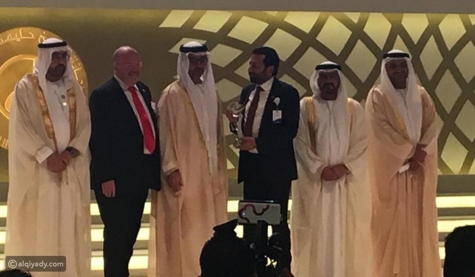 مستشفى رأس الخيمة يستلم جائزة الشيخ خليفة للامتياز في قطاع الأعمال