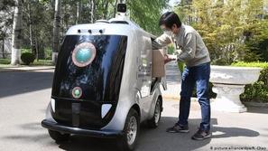 في زمن كورونا.. روبوتات تقدم خدماتها في الجبهات الأمامية