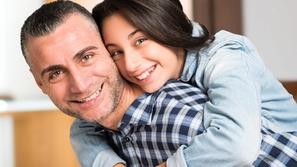 هل لديك ابنة في سن المراهقة؟ إليك طرق للتواصل معها