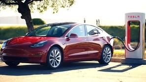 تسلا تطور سيارة كهربائية تسير 650 كيلومتراً بشحنة واحدة