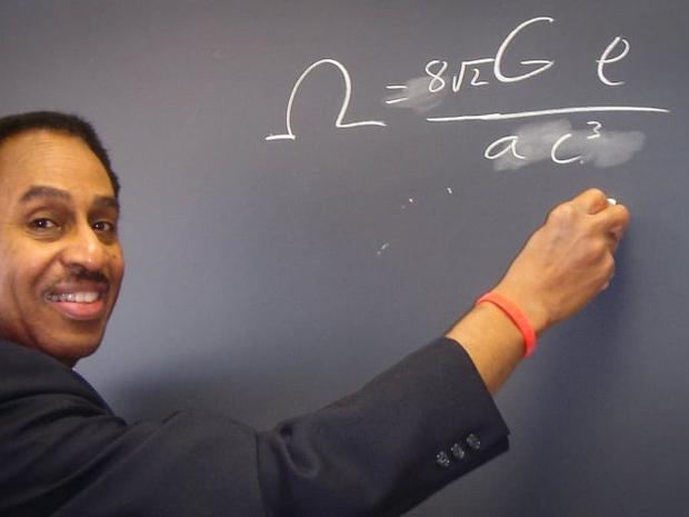 السفر عبر الزمن: عالم فيزياء يحول الخيال إلى حقيقة