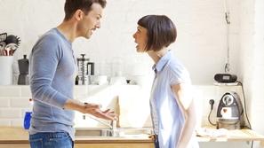 4 أشخاص لا يجب أن تتحدث معهم عن مشاكلك الزوجية