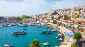 اليونان تُعلن استقبالها للسائحين من 29 دولة فقط