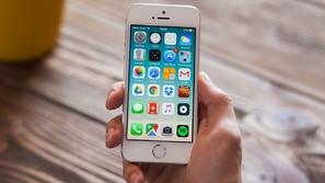 قريبًا ستتمكن من فتح هاتفك الآيفون بواسطة خدك وأذنك