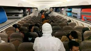 رحلة الرعب: أصحاء ومصابو فيروس كورونا على متن طائرة واحدة