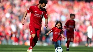 محمد صلاح يتدرب مع ابنته مكة في العزل المنزلي