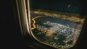 لماذا تطفأ الأضواء في الطائرة عند الإقلاع والهبوط؟