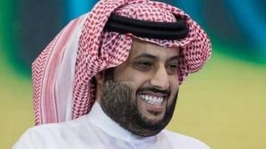 بسبب مباراة بلايستيشن: تركي آل الشيخ يحطم شاشة تليفزيون