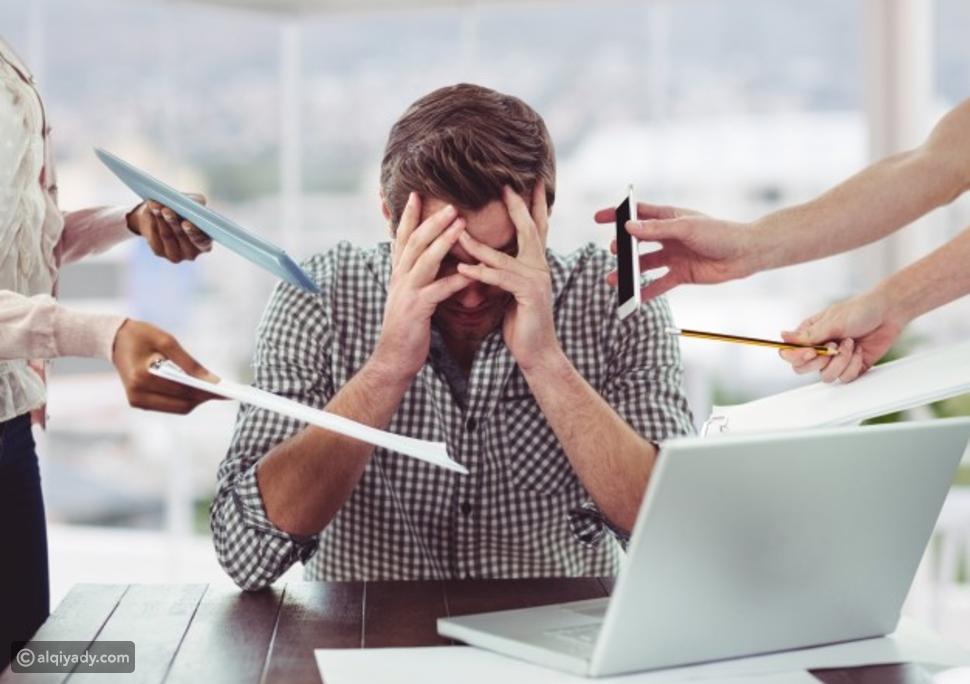 زميل العمل الثرثار: 5 طرق استراتيجية للتعامل معه