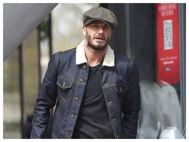 يبدو إن القبعة أحد القطع المميزة لبيكهام في الشتاء.