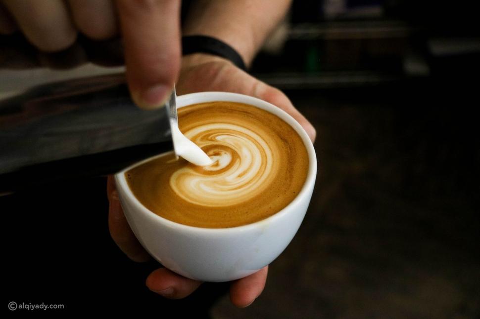 قهوة بحليب وجبة خفيفة للتمارين الرياضية