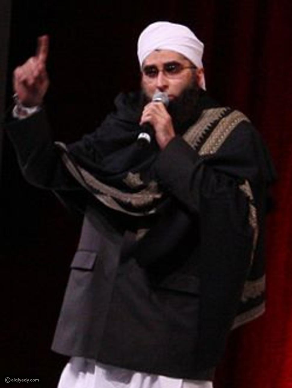 صور تحطم طائرة باكستانية.. وداعية إسلامي شهير بين الضحايا