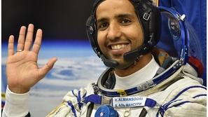طبيبة توضح سبب تضخم رأس رائد الفضاء الإماراتي هزاع المنصوري