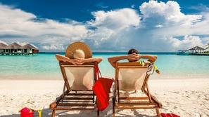 كورونا يجبر زوجان على قضاء شهر عسل أبدي في المالديف