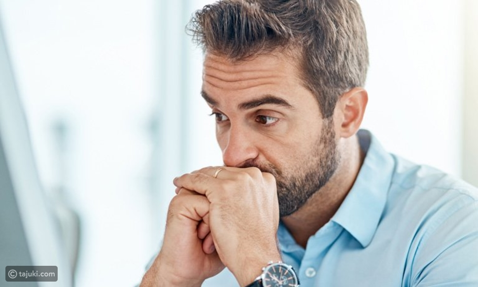 ما الذي يسبب الشعر الأبيض في سن الثلاثين؟