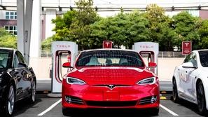 تسلا تطور بطارية تدوم لمسافة مليون ميل لسياراتها الكهربائية