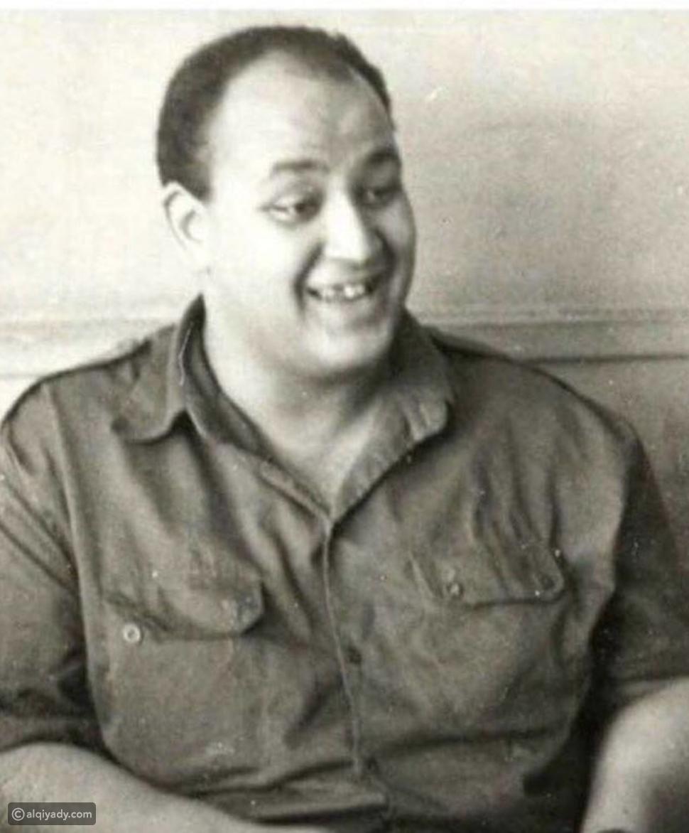شاهد: كيف بدى عمرو أديب في زي التجنيد عام 1968؟