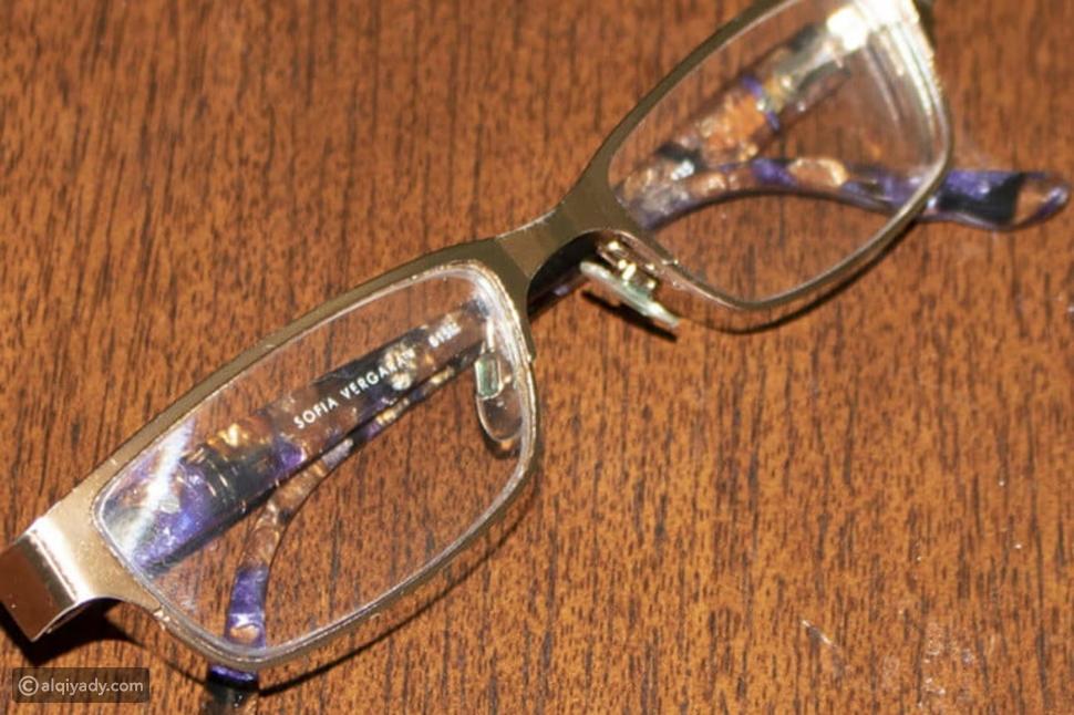 في 5 خطوات سهلة: كيف تزيل الخدوش من النظارات؟