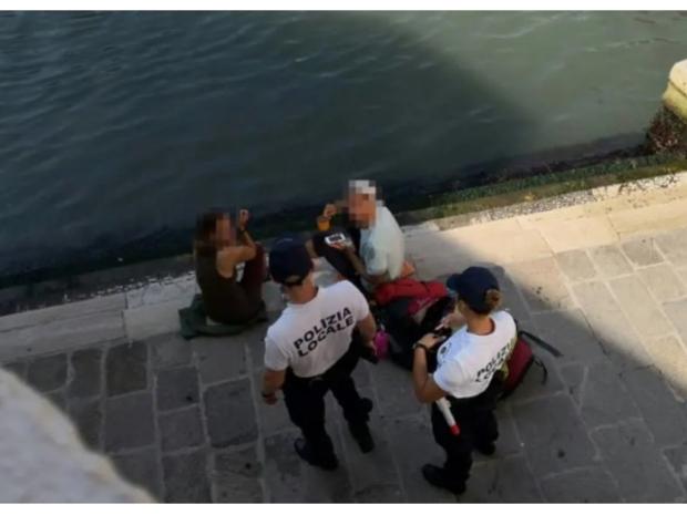 الشرطة الإيطالية غرمت سائحين ألمان 1000 دولار بسبب كوب قهوة