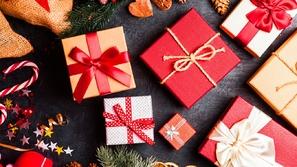 هدايا الكريسماس: 11 فكرة عملية لإسعاد فريق العمل من المنزل