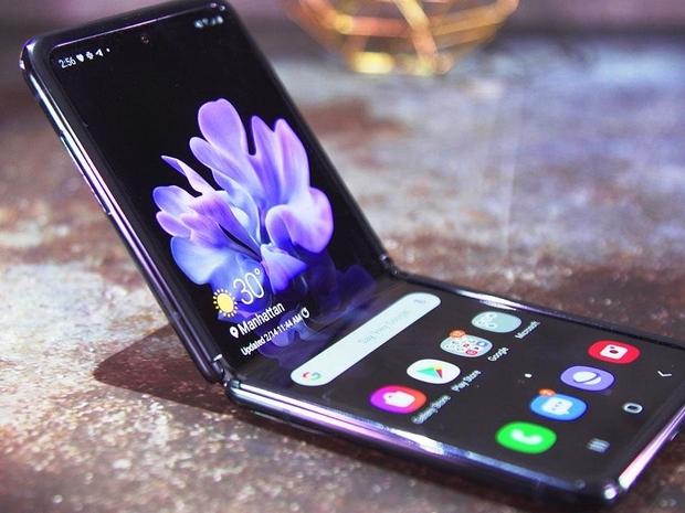 تداول فيديو يكشف عن عيب قاتل في هاتف سامسونج الجديد Galaxy Z Flip