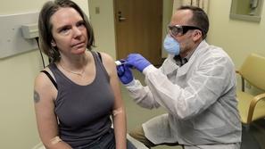 فيديو يرصد بدء التجارب الأولى للقاح فيروس كورونا على متطوعين