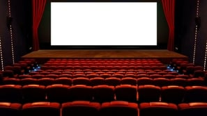 ما سبب اختيار اللون الأحمر في تصميم قاعات السينما؟