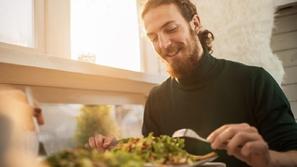 أطعمة تحافظ على صحة العين وتقوي البصر