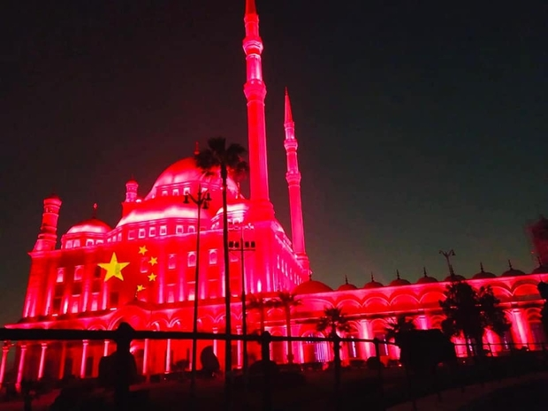 مصر تضيء معالمها الأثرية بألوان علم الصين فما السبب؟