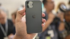 فضيحة جديدة تضرب آبل: هواتف آيفون تسرب بيانات المستخدمين