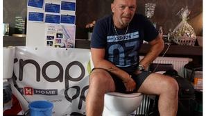 لهذا السب جلسّ رجل بلجيكي على مرحاض لمدة 5 أيام