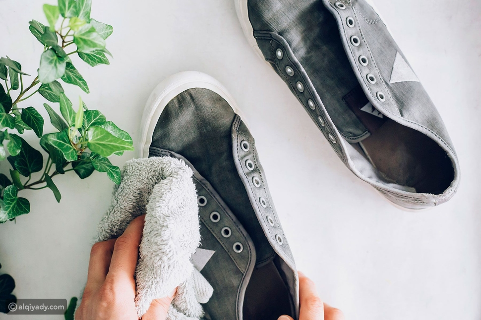 دليل تنظيف الأحذية الرياضية والحفاظ على قدميك منتعشة