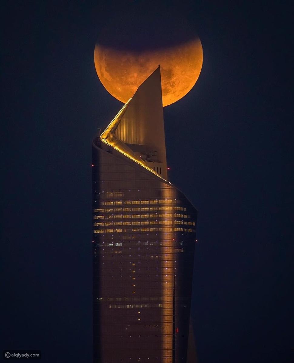 القمر الأزرق في الكويت