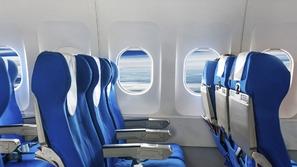لماذا مقاعد الركاب معظم الطائرات باللون الأزرق؟
