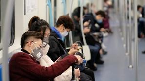 مقطع فيديو يرصد سهولة انتشار فيروس كورونا في وسائل المواصلات العامة