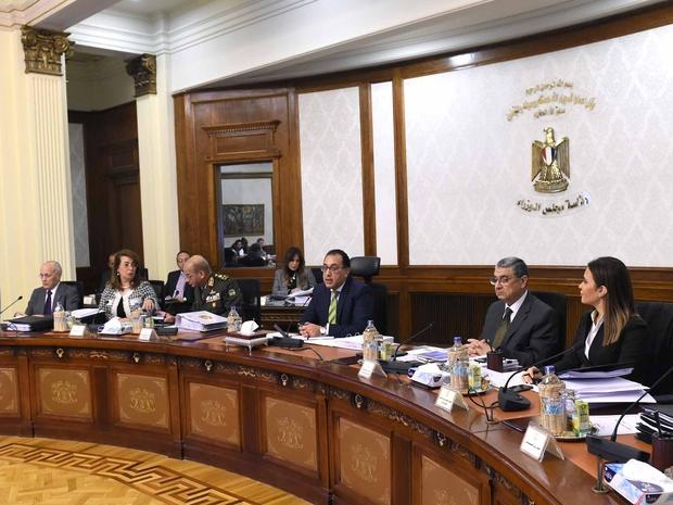 مجلس الوزراء المصري يهدد شركة آبل بملاحقتها جنائيًا