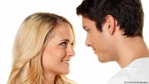 الإعجاب بشخص آخر والانجذاب نحوه.. هل يعد خيانة لشريك الحياة؟