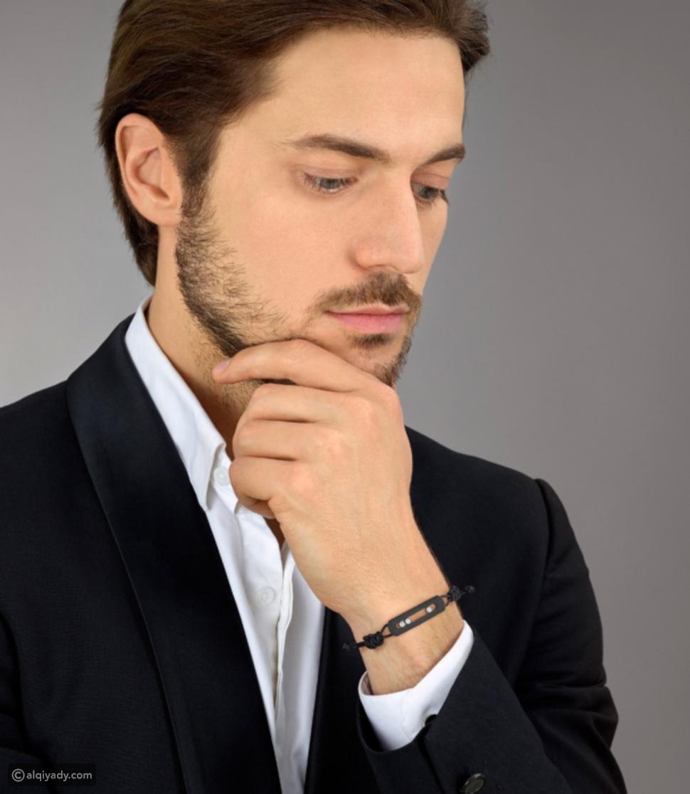 أساور رجالية: دليل ارتداء السوار بأناقة على معصمك