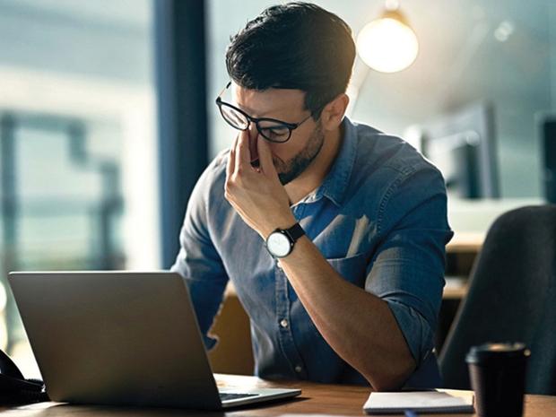 كيف تحمي نفسك من إدمان العمل؟