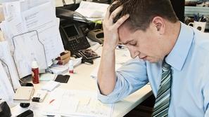 دراسة: الرجال عاطفيون مثل النساء في العمل
